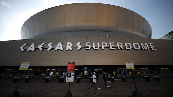 Dach von Superdome in New Orleans fängt Feuer