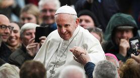 Papst Franziskus spricht NFL-Team heilig