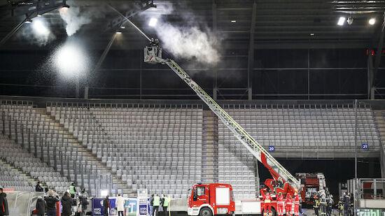 Fans setzen Stadion-Dach des Tivoli in Brand!