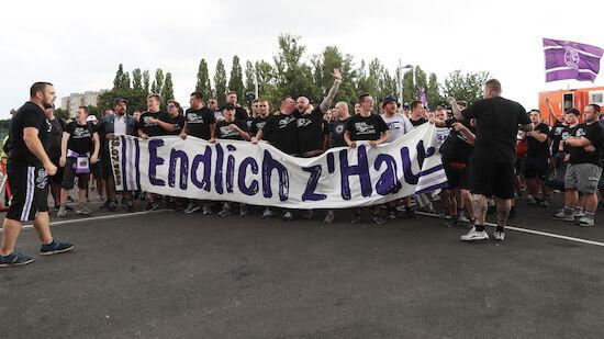Austria-Fans veranstalten Marsch
