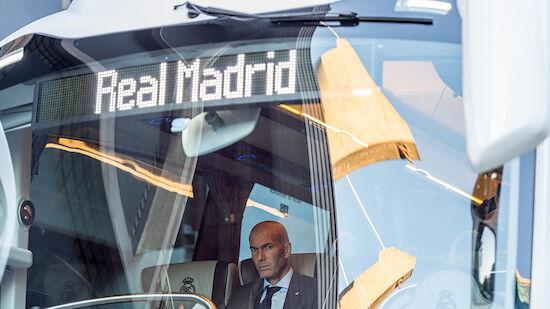 Teambus von Real Madrid in Liverpool attackiert
