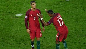 Ronaldo schenkt Nani Trophäe