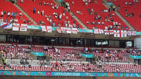 Zuschauer im Wembley Stadion schwer verletzt