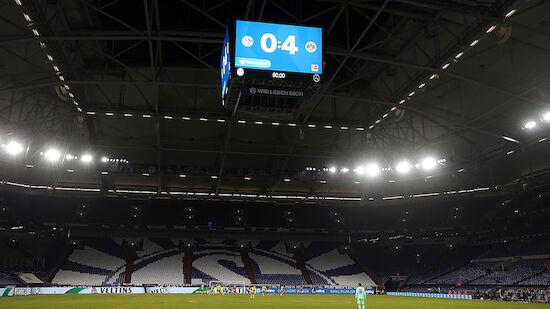 Schalke-Ultras vor Derby im Mannschafts-Hotel