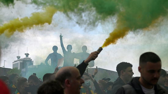 ManUnited - Liverpool nach Platzsturm abgesagt!