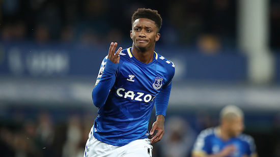 Everton bleibt an Tabellenspitze dran