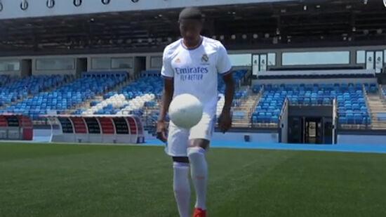 VIDEO: Alaba kickt erstmals als Real-Spieler