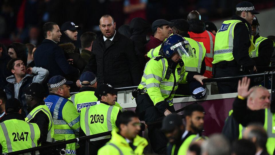 Randale West Ham Chelsea League Cup Diashow