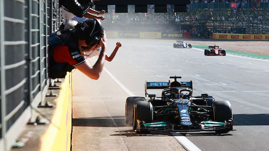 Lewis Hamilton krönt Aufholjagd mit Heimsieg