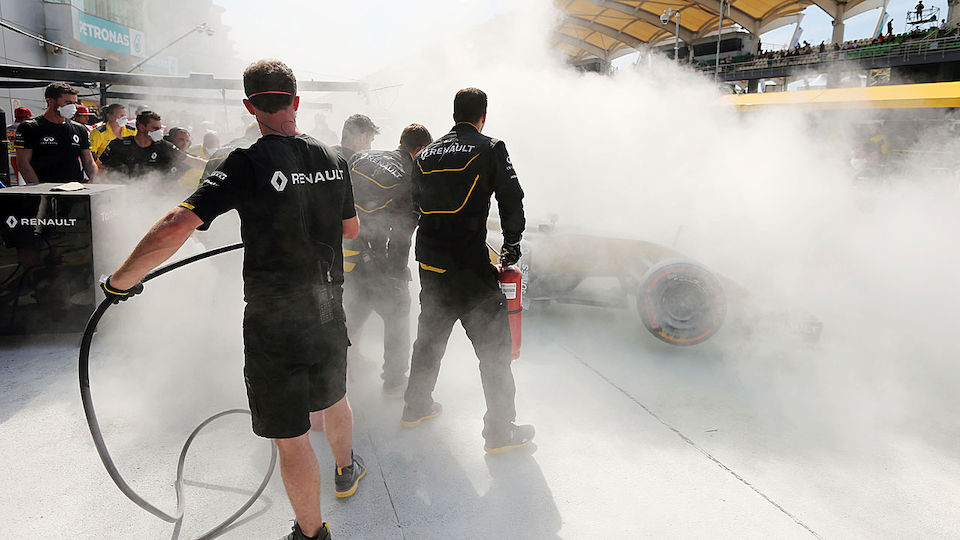F1 Sepang Magnussen Feuer