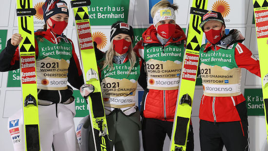 WM-GOLD für ÖSV-Springerinnen im Teambewerb